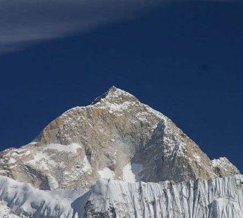 Climbing Mt. Makalu (8463m/27758ft)