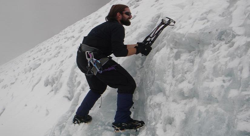 Climbing Parchamo Peak (6187m/20300ft)