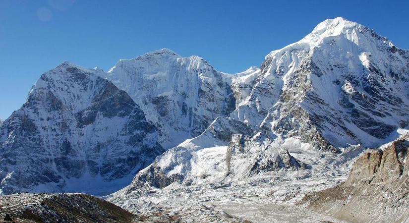 Dorje Lakpa (6966m/22848ft)