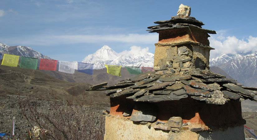 Chorten in a way back from summit