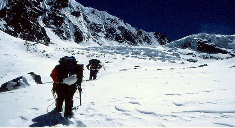 On the way to Tashi Lapcha Pass (5,755m/18876ft)