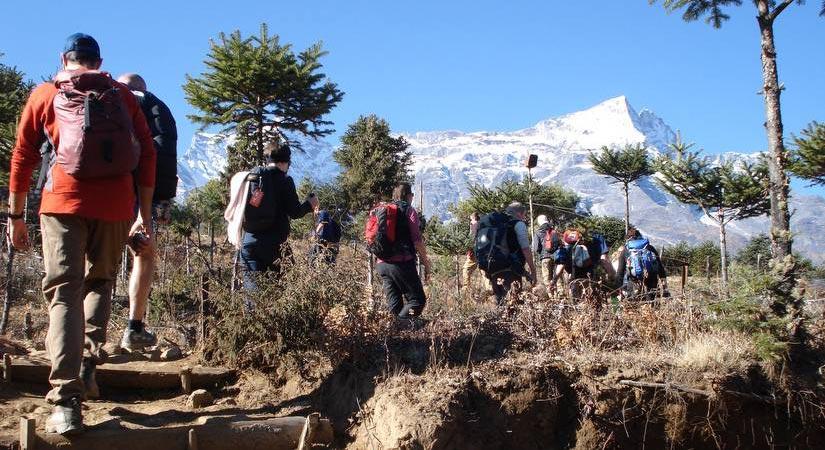 Trekking towards Phakding (2640m/8659ft) with view of Thamserku