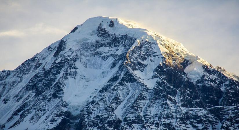 Putha Hiunchuli (7246m/23766ft)