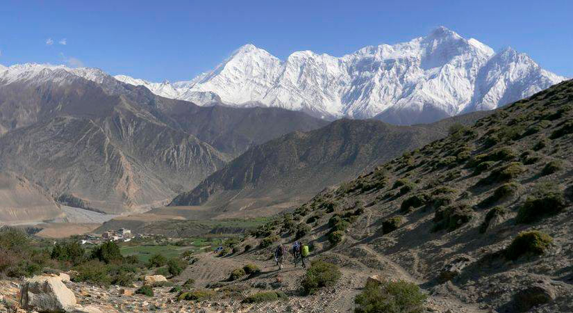 Peaks of Nilgiri North (7134m) and Tilicho (7051m) towering above the Kali Gandaki valley