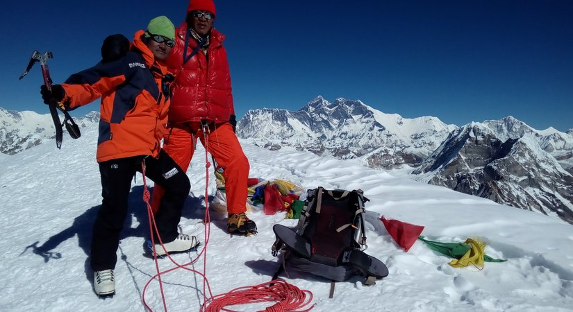Summit Lobuche Peak (6119m/20070ft)